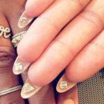 Nail Art Flip Manucure avec Strass