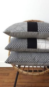 Black & white : coussins simples et modernes ! http://www.mondialtissus.fr/maison/tissus/deco.html: