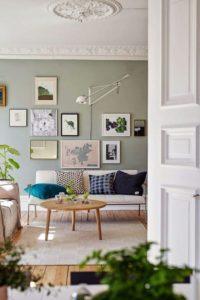 Tendance blog deco maison le gris vert peinture mur de cadre deco scandinave colorée dans appartement haussmannien chic moderne décoration intérieur salon: